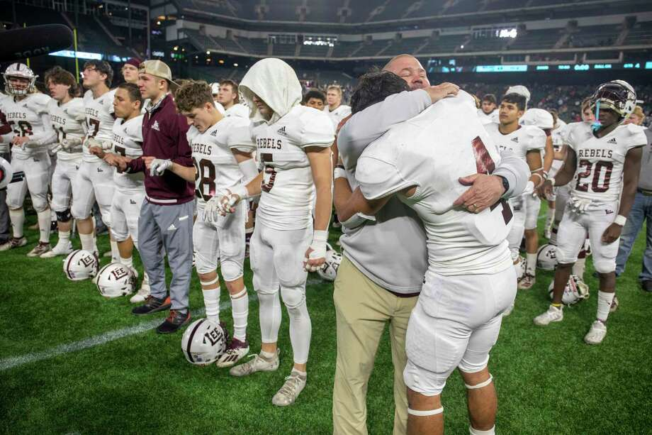 Lee's head coach Clint Hartman hugs Mikey Serrano as the Lee school song plays Saturday, Dec. 19, 2020 at Globe Life Park in Arlington. Jacy Lewis/Reporter-Telegram Photo: Jacy Lewis/Reporter-Telegram