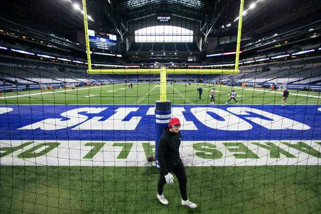 Houston Texans defensive end J.J. Watt walks around the back of the end zone as he warms up before an NFL football game at Lucas  Field Sunday, Dec. 20, 2020, in Indianapolis. Photo: Brett Coomer, Staff Photographer / © 2020 Houston Chronicle
