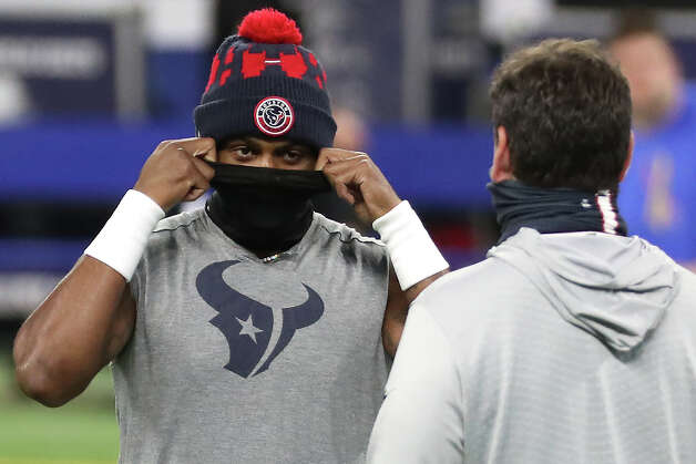 Houston Texans quarterback Deshaun Watson dons his mask as he warms up before an NFL football game against the Indianapolis Colts at Lucas  Field Sunday, Dec. 20, 2020, in Indianapolis. Photo: Brett Coomer, Staff Photographer / © 2020 Houston Chronicle