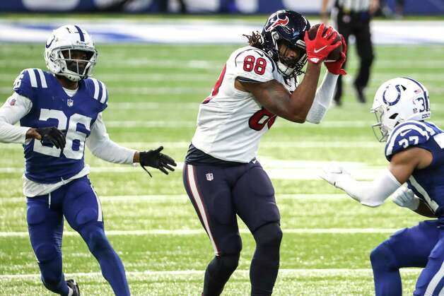 Houston Texans tight end Jordan Akins (88) makes a catch between Indianapolis Colts cornerback Rock Ya-Sin (26) and strong safety Khari Willis (37) for an 18-yard gain and a first down during the first half of an NFL football game at Lucas  Field Sunday, Dec. 20, 2020, in Indianapolis. Photo: Brett Coomer, Staff Photographer / © 2020 Houston Chronicle