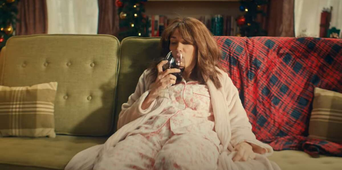 Kristen Wiig perfectly plays beleaguered moms on Christmas morning.