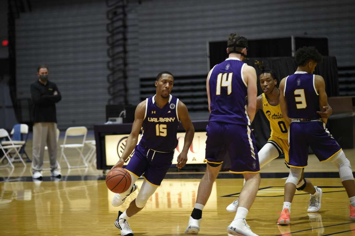 UAlbany guard C.J. Kelly (15) uses a screen from Adam Lulka (14) during an America East Conference basketball game Sunday, Dec. 20, 2020, at SEFCU Arena. (Kathleen Helman / UAlbany athletics)