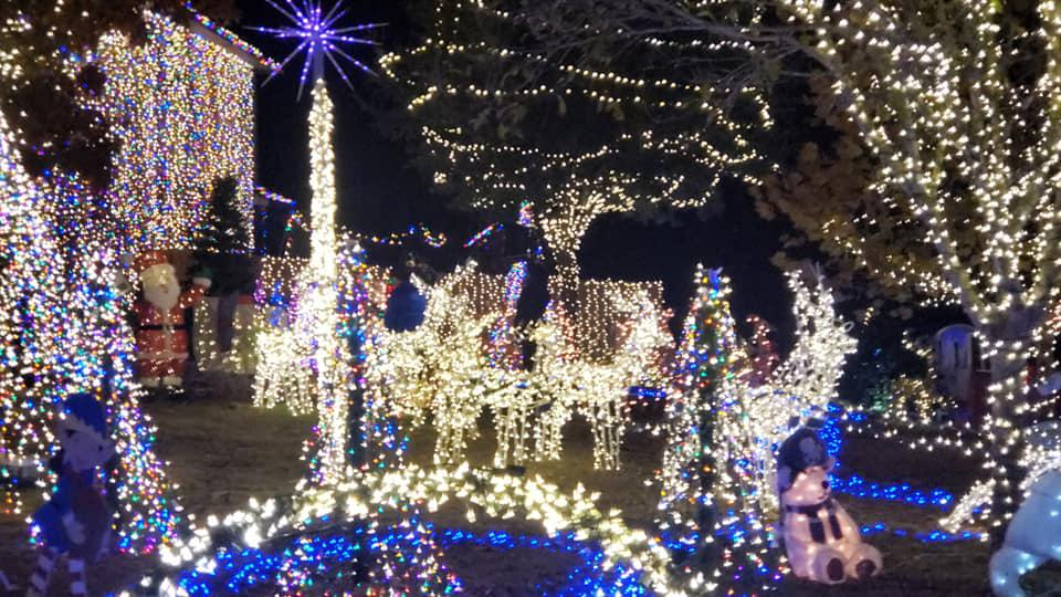 The Great Christmas Light Fight Winner 2021 2 San Antonio Area Homes Will Compete In The Great Christmas Light Fight On Abc In 2021 From Boerne And Windcrest