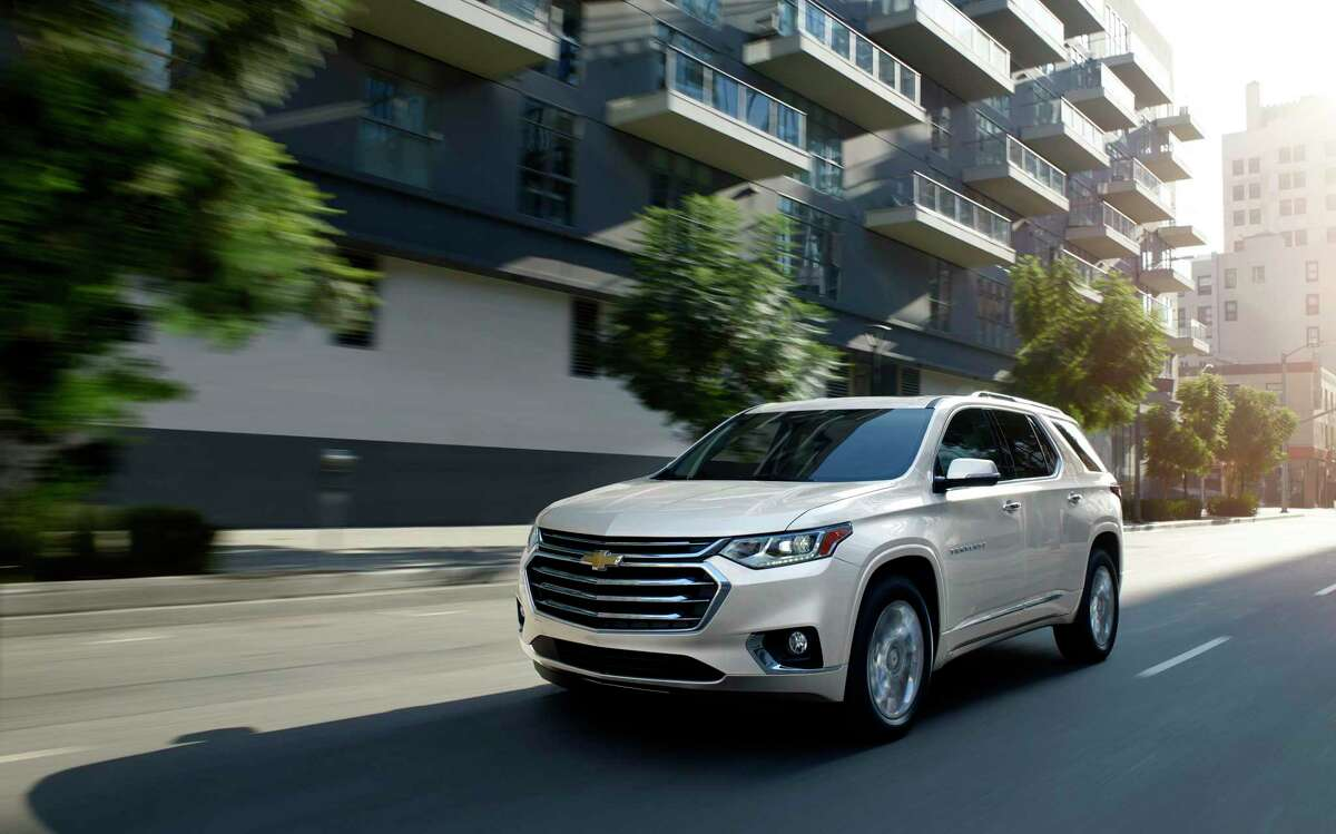 The Chevrolet 2021 Traverse delivers more passenger room, more maximum cargo room and a smoother ride than most competitors in the midsize-SUV sector.