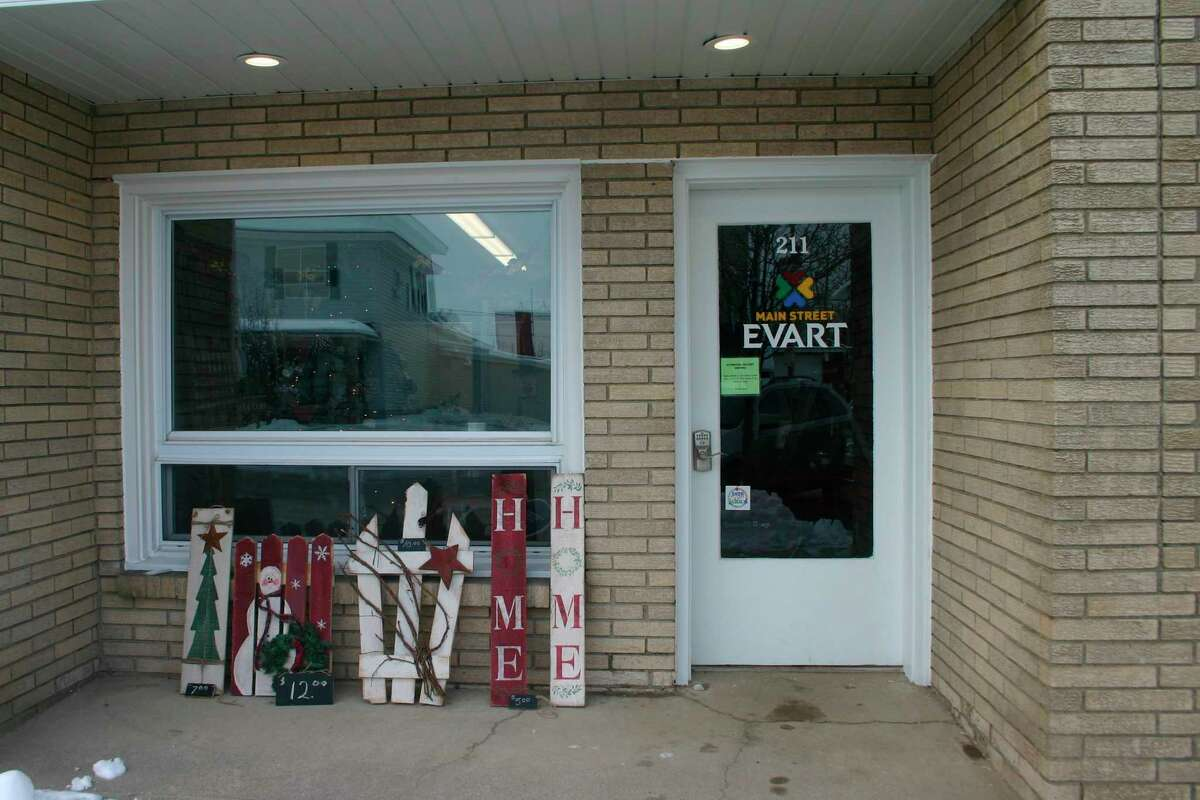 The Evart DDA/Main Street Authority has opened a Pop-up store at 211 N. Main St. in downtown Evart, and the first tenant has moved in. Lynn Cour will be selling her handmade crafts until Dec. 23. (Pioneer photo/Cathie Crew)