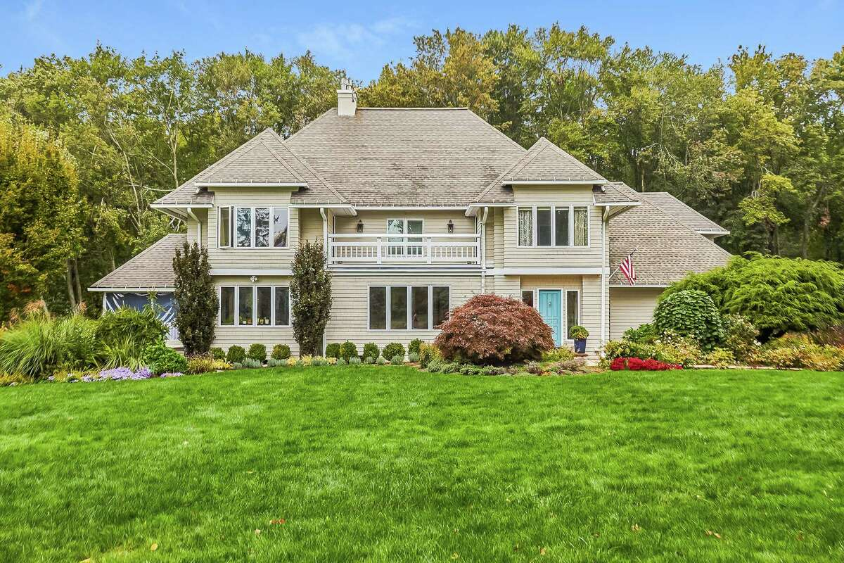 The 5,233-square-foot tan-colored contemporary colonial house at 272 Catamount Road, Fairfield has 10 rooms.