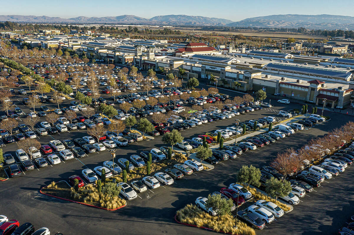 A very full parking lot at the San Francisco Premium Outlets, Livermore, Calif., Dec. 21, 2020.