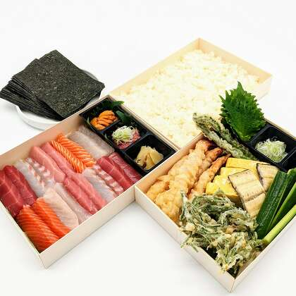 Fish & Bird Sousaku Izakaya's New Year's Eve temaki set comes with seaweed, sushi rice and several types of seafood to make hand rolls at home.