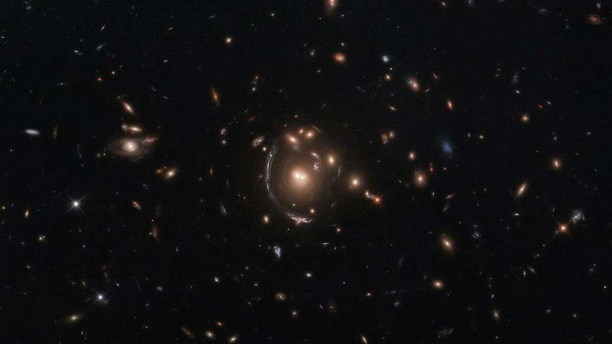 This NASA/ESA Hubble Space Telescope image features the galaxy LRG-3-817, also known as SDSS J090122.37+181432.3.