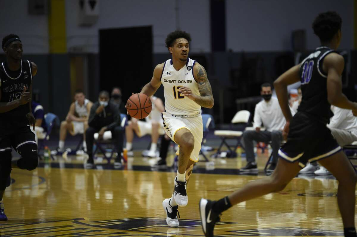 UAlbany senior Kellon Taylor brings the ball up against Niagara in a college basketball game Tuesday, Dec. 22, 2020, at SEFCU Arena. (Kathleen Helman / UAlbany athletics)