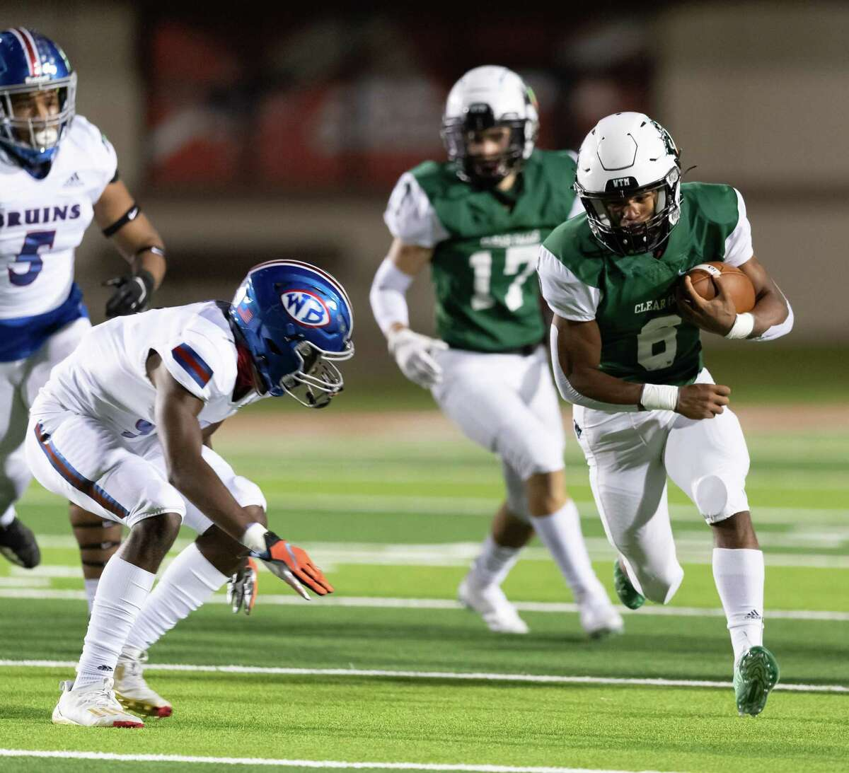 David Smith (6) of the Clear Falls Knights runs around left end in the first half against the West Brook Bruins during a High School football playoff game on Friday, December 18, 2020 at GPISD Stadium in Houston, Texas.