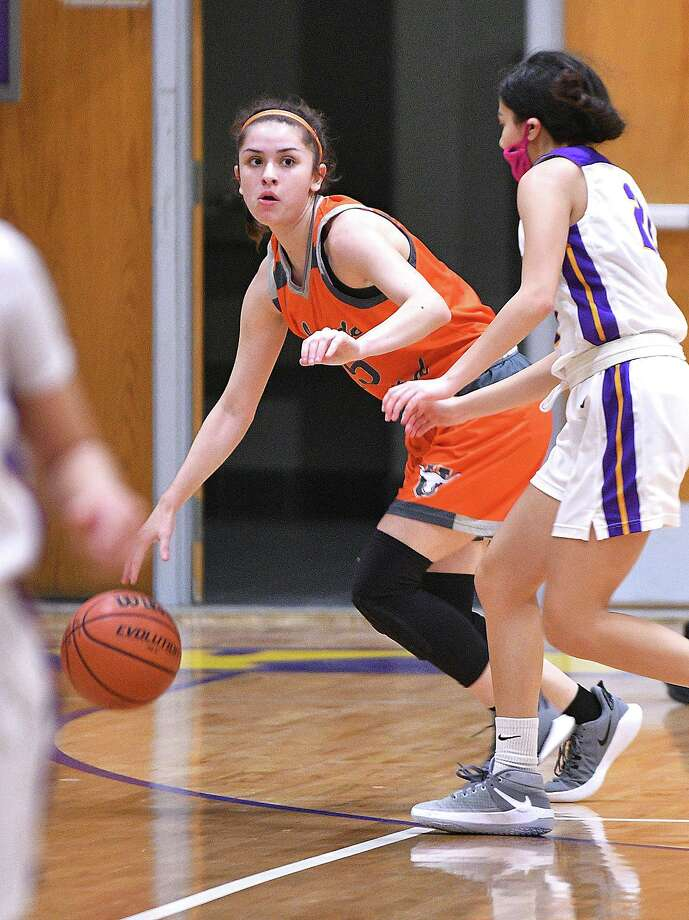 Bella Lopez made three 3-pointers and scored 13 points Tuesday in United's 67-22 win at LBJ. Photo: Cuate Santos /Laredo Morning Times / Laredo Morning Times