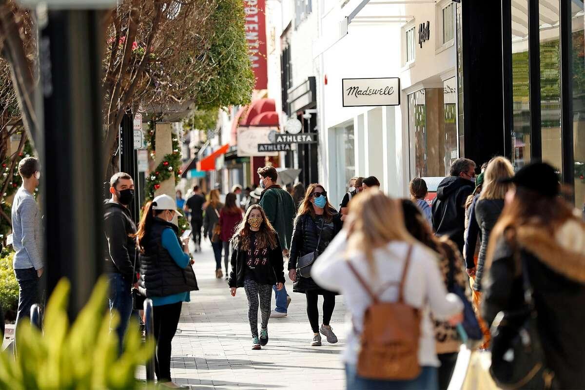 Shoppers on Burlingame Avenue, December 23, 2020.