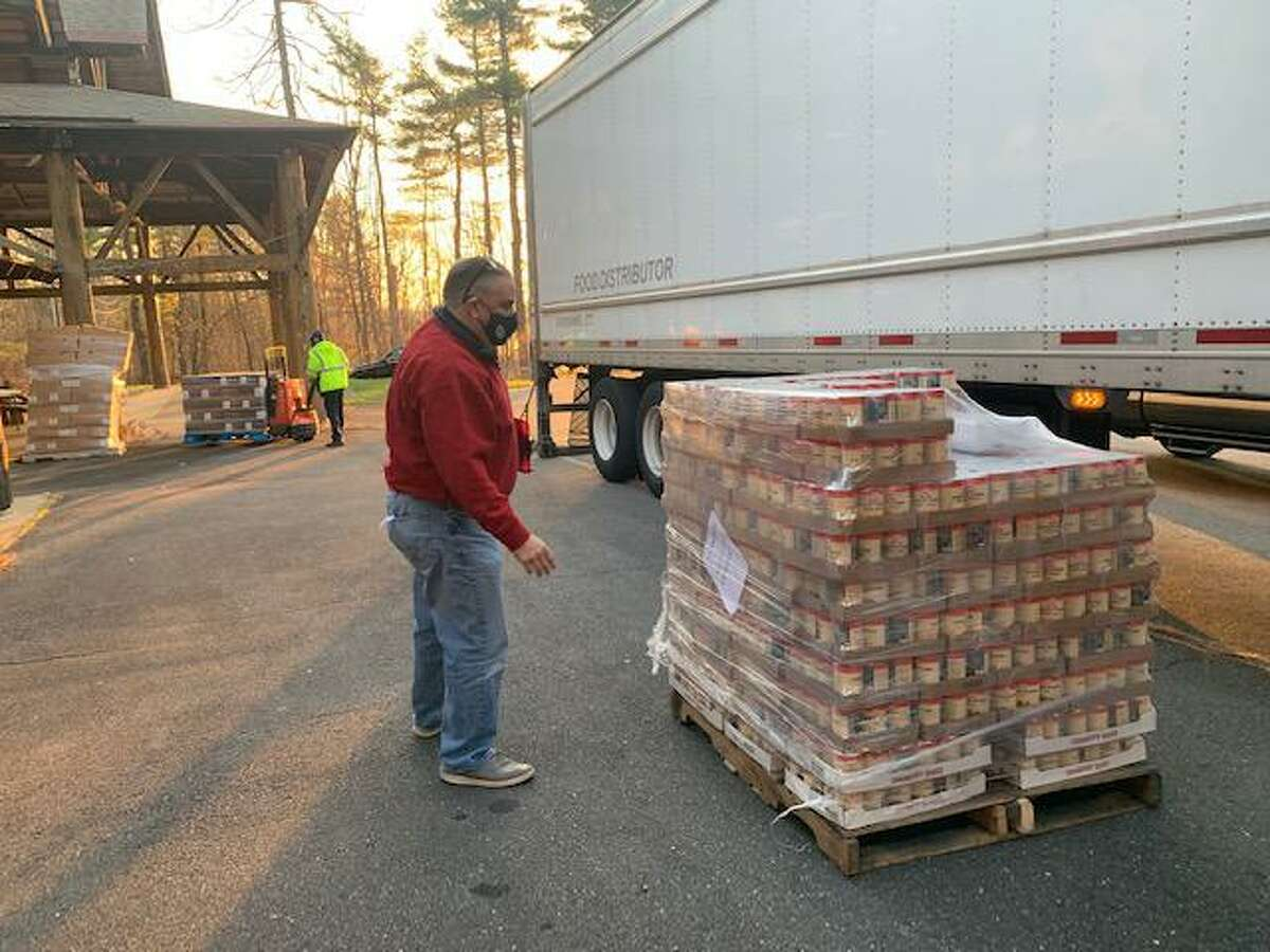 For the 12th year, KBE Building Corporation hosted its annual Gift of Gobble event, donating 410 Thanksgiving meals to organizations throughout Connecticut and Maryland.