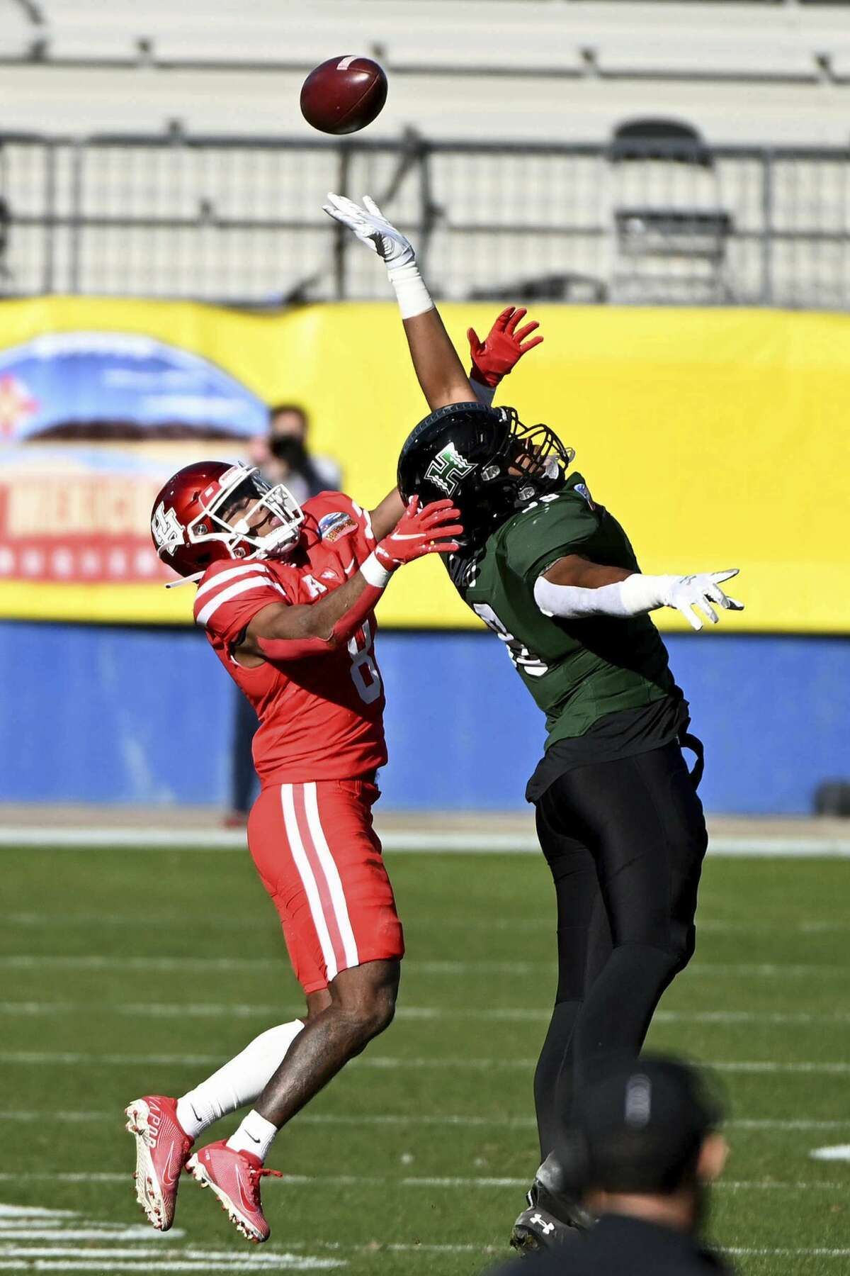 Hawaii Jonah Laulu (99) can't make a catch while defended by Houston cornerback Marcus Jones (8) in the first quarter of the New Mexico Bowl NCAA college football game in Frisco, Texas, Thursday, Dec. 24, 2020. (AP Photo/Matt Strasen)