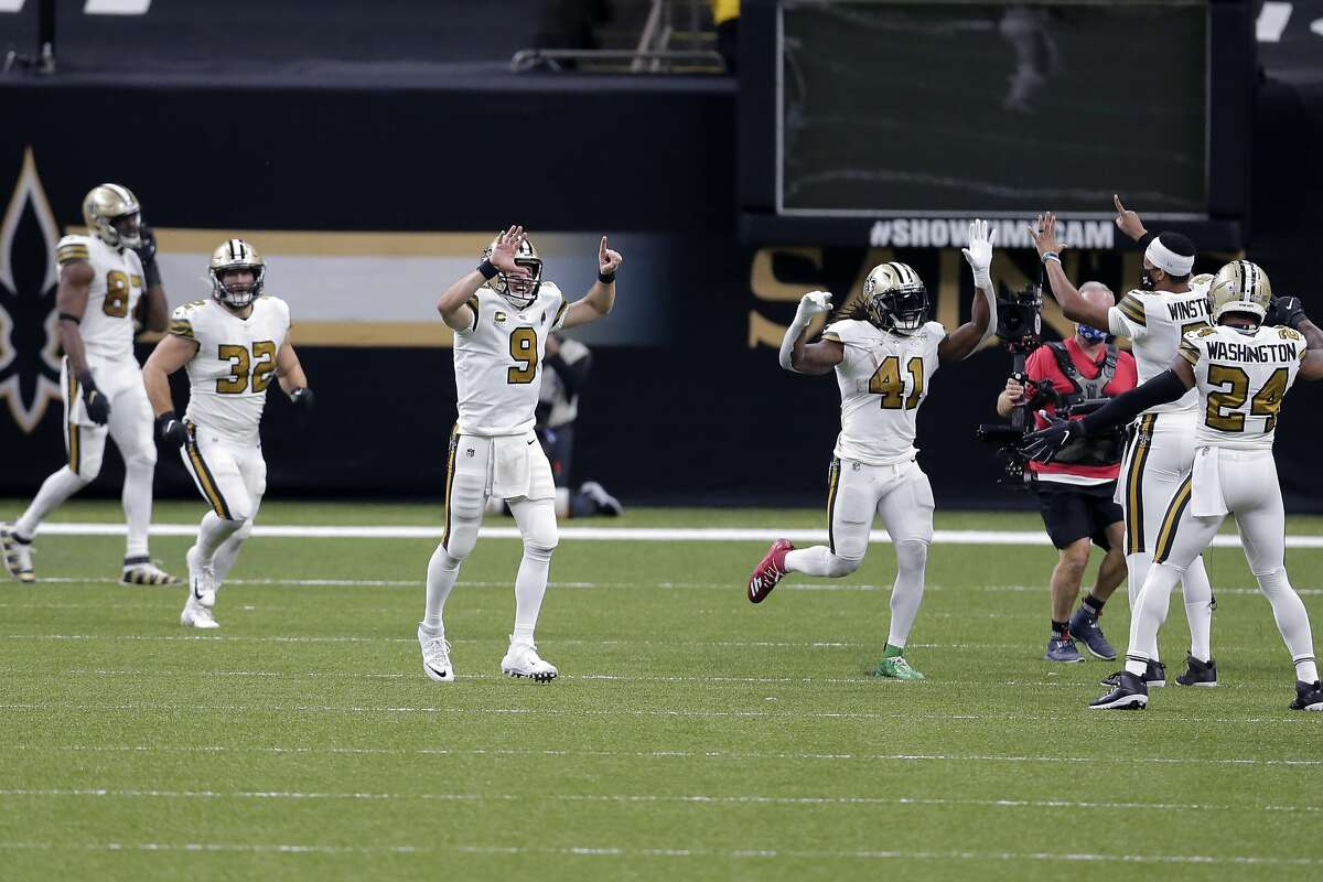 Alvin Kamara (41) celebrates his sixth touchdown of the game, tying an NFL record, during the Saints' 52-33 win over the Vikings.