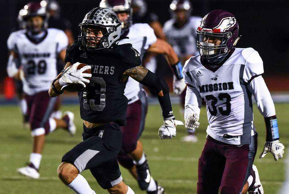 Hector Montemayor and the United South Panthers will face Cibolo Steele in the third round of the state playoffs on Saturday in Corpus Christi. Photo: Danny Zaragoza /Laredo Morning Times