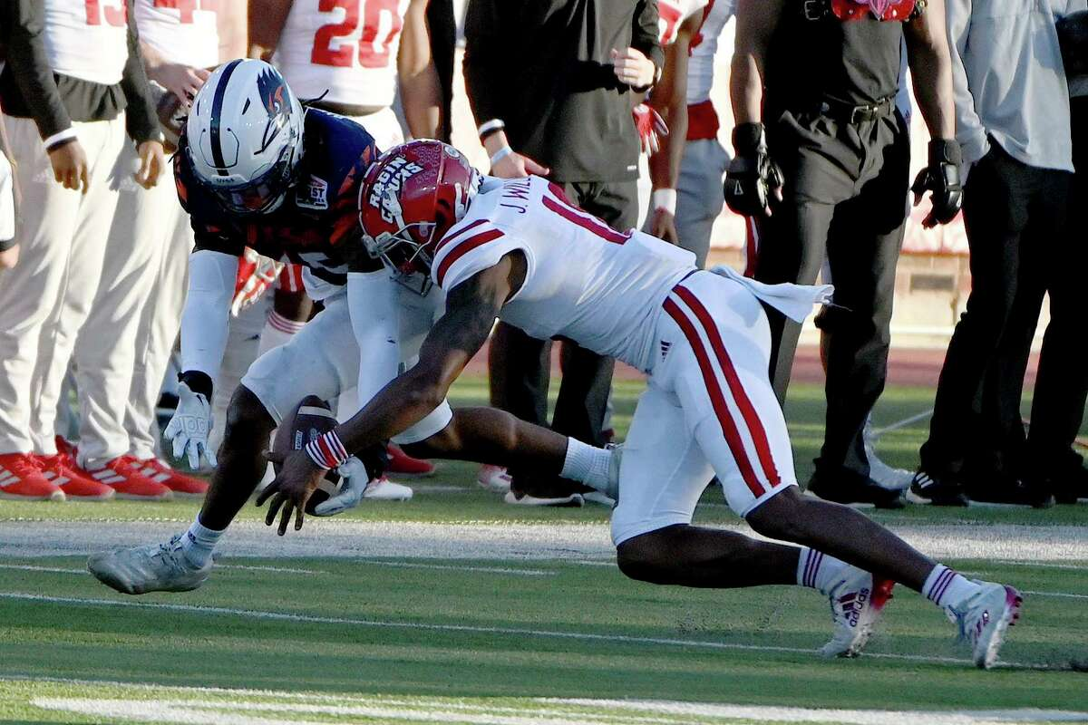 UTSA linebacker Trevor Harmanson (15) recovers a fumble in front of Louisiana wide receiver Jalen Williams (18) in the third quarter of the SERVPRO First Responders Bowl NCAA college football game in Dallas, Saturday, Dec. 26, 2020. (AP Photo/Matt Strasen)