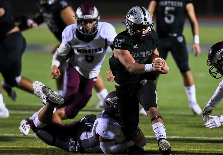 Brian Benavides and the United South Panthers fell to Cibolo Steele on Saturday in the third round of the state playoffs. Photo: Danny Zaragoza /Laredo Morning Times