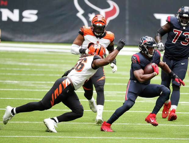 Houston Texans running back David Johnson (31) runs the ball as he was chased by Cincinnati Bengals middle linebacker Josh Bynes (56) during the second quarter of an NFL football game at NGR Stadium, Sunday, December 27, 2020, in Houston. Photo: Karen Warren, Staff Photographer / © 2020 Houston Chronicle