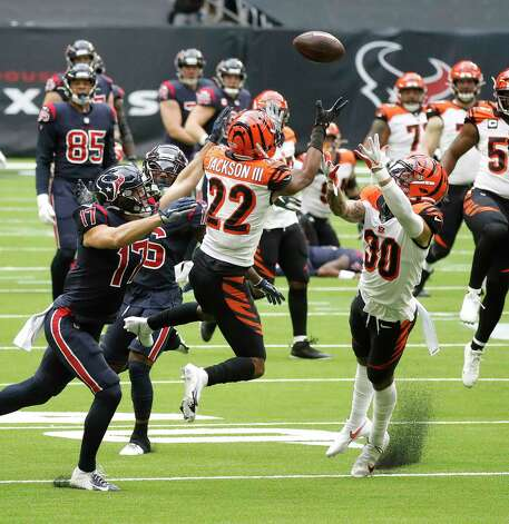 Cincinnati Bengals free safety Jessie Bates (30) and cornerback William Jackson (22) both try to get hands on the pass intended for Houston Texans wide receiver Chad Hansen (17) during the second quarter of an NFL football game at NGR Stadium, Sunday, December 27, 2020, in Houston. Photo: Karen Warren, Staff Photographer / © 2020 Houston Chronicle