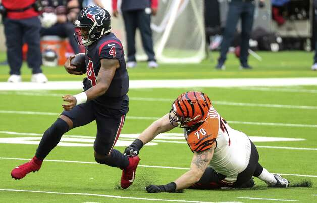 Houston Texans quarterback Deshaun Watson (4) runs past Cincinnati Bengals defensive end Margus Hunt (70) after he was forced to scramble out of the pocket during the fourth quarter of an NFL football game at NRG Stadium on Sunday, Dec. 27, 2020, in Houston. Photo: Brett Coomer, Staff Photographer / © 2020 Houston Chronicle