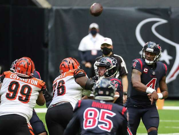 Houston Texans quarterback Deshaun Watson (4) throws a pass to tight end Pharaoh Brown (85) during the fourth quarter of an NFL football game against the Cincinnati Bengals  at NRG Stadium on Sunday, Dec. 27, 2020, in Houston. Photo: Brett Coomer, Staff Photographer / © 2020 Houston Chronicle