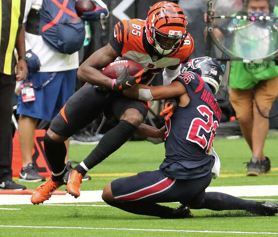 Cincinnati Bengals wide receiver Tee Higgins (85) makes a catch against Houston Texans cornerback Vernon Hargreaves III (26) during the fourth quarter of an NFL football game at NRG Stadium on Sunday, Dec. 27, 2020, in Houston. Photo: Brett Coomer, Staff Photographer / © 2020 Houston Chronicle