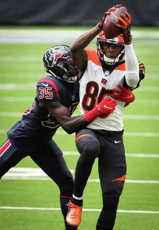 Cincinnati Bengals wide receiver Tee Higgins (85) beats Houston Texans cornerback Keion Crossen (35) for a first down reception during the fourth quarter of an NFL football game at NRG Stadium on Sunday, Dec. 27, 2020, in Houston. Photo: Brett Coomer, Staff Photographer / © 2020 Houston Chronicle