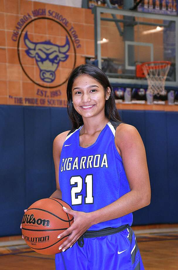 After helping the Cigarroa volleyball team reach the playoffs, Joselin Rodriguez is attempting to do the same in basketball. Photo: Cuate Santos / Laredo Morning Times / Laredo Morning Times