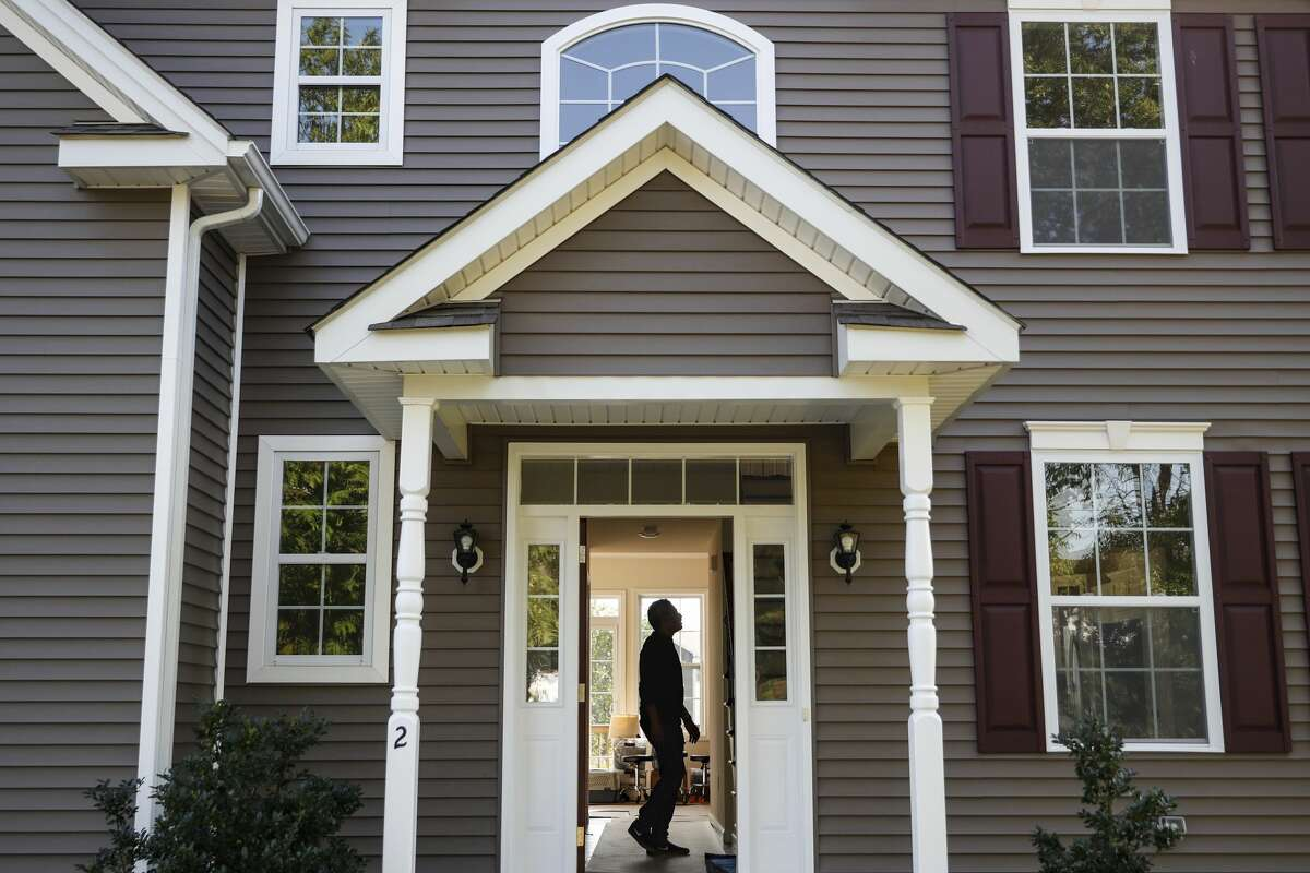 Any licensed real estate professional can fill the role of listing or buyer's agent, but only a REALTOR® has also agreed to abide by a code of ethics.