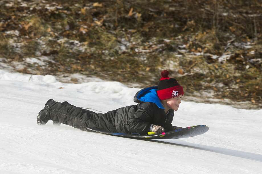 Children and their families enjoy a day of sledding Monday, Dec. 28, 2020 at the City Forest sledding hill in Midland. (Katy Kildee/kkildee@mdn.net) Photo: (Katy Kildee/kkildee@mdn.net)