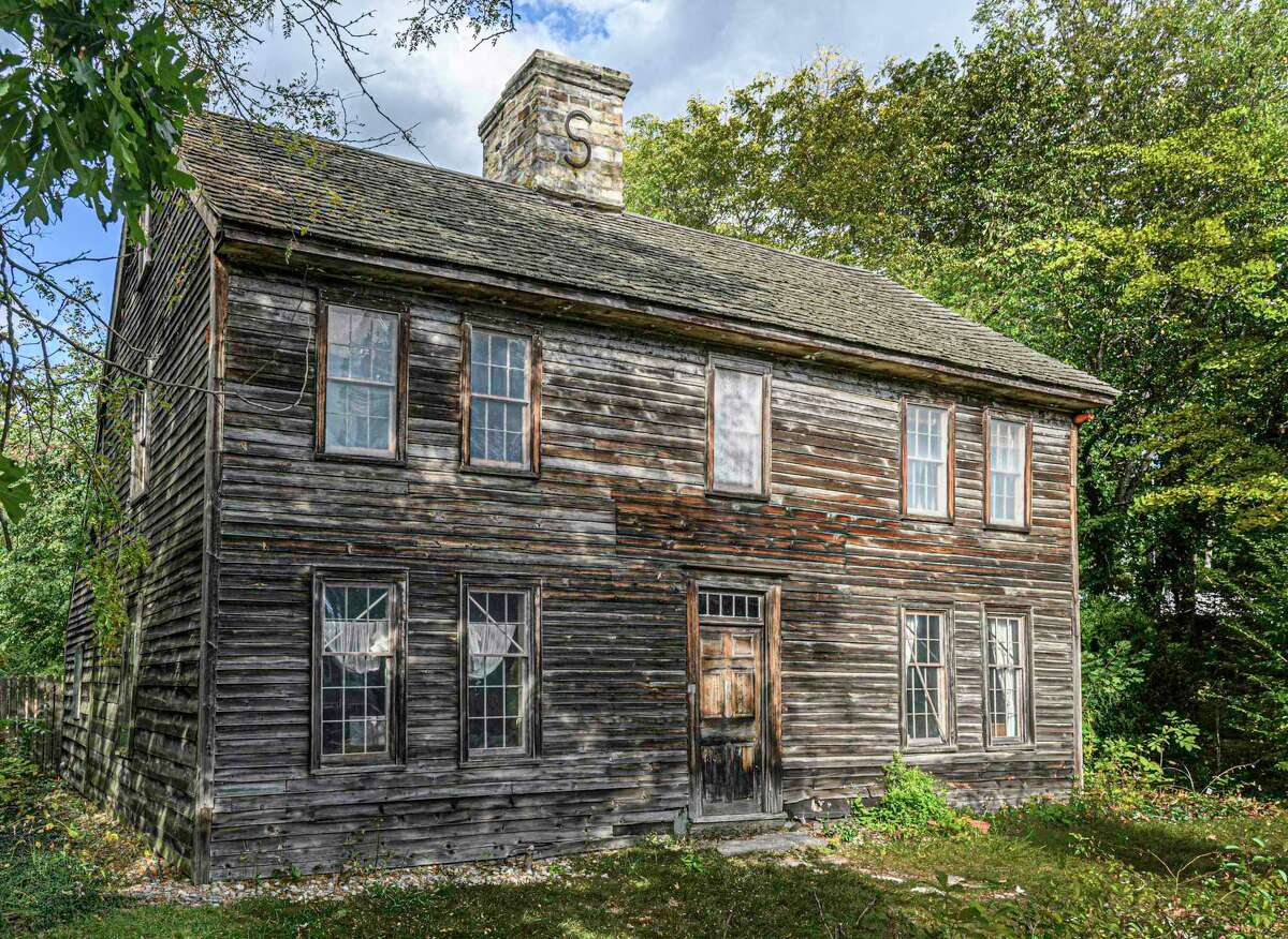 The Pond Weed House is one of the finest examples of 18th century original Colonial style architecture in Darien, and also Connecticut.