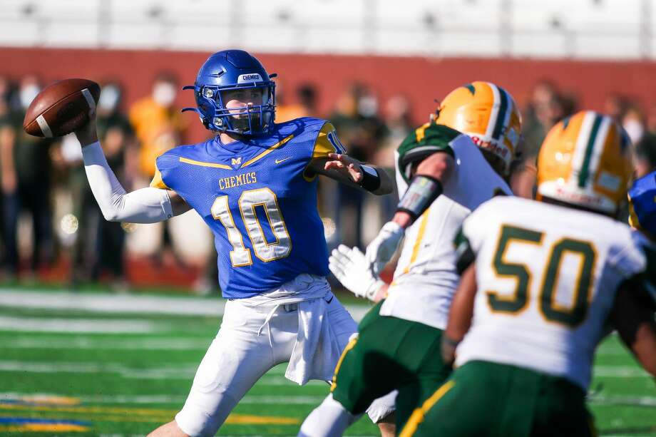 Midland High's Al Money drops back to pass during a Nov. 7, 2020 district semifinal against Dow High. Photo: Daily News File Photo