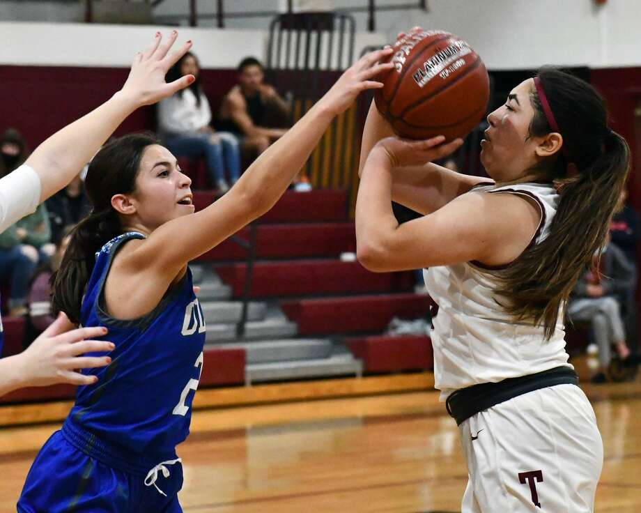 Olton picked up a pair of wins in a sweep of Tulia in non-district high school basketball games on Tuesday at Tulia. The Fillies overcame the Lady Hornets 68-64 in overtime and the Mustangs topped the Hornets 67-52. Photo: Nathan Giese/Planview Herald