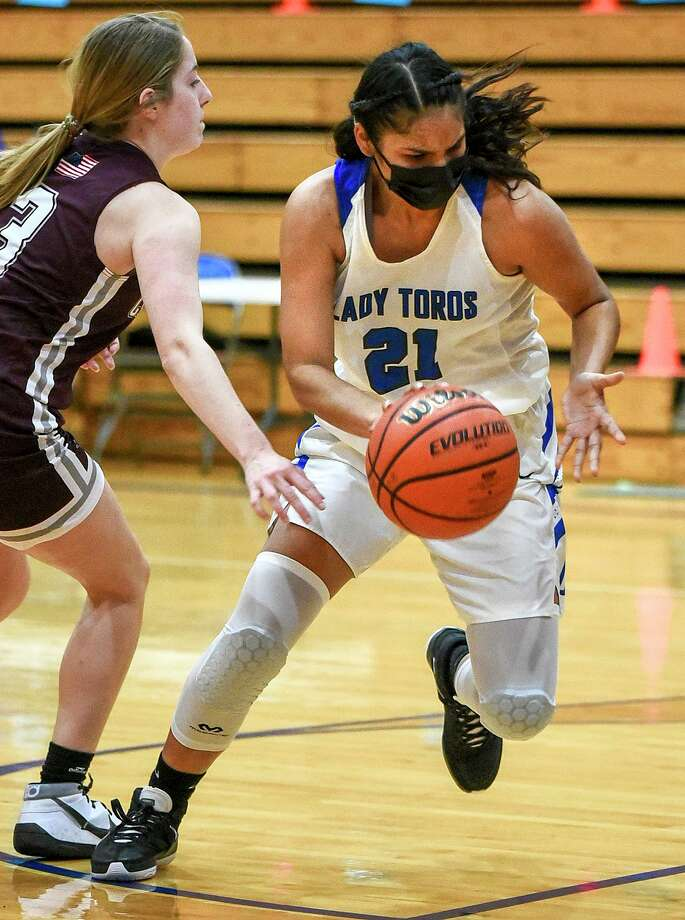 Joselin Rodrigeuz had a double-double Tuesday with 15 points and 14 rebounds in Cigarroa's 42-33 win over former district foe Calallen. Photo: Danny Zaragoza /Laredo Morning Times