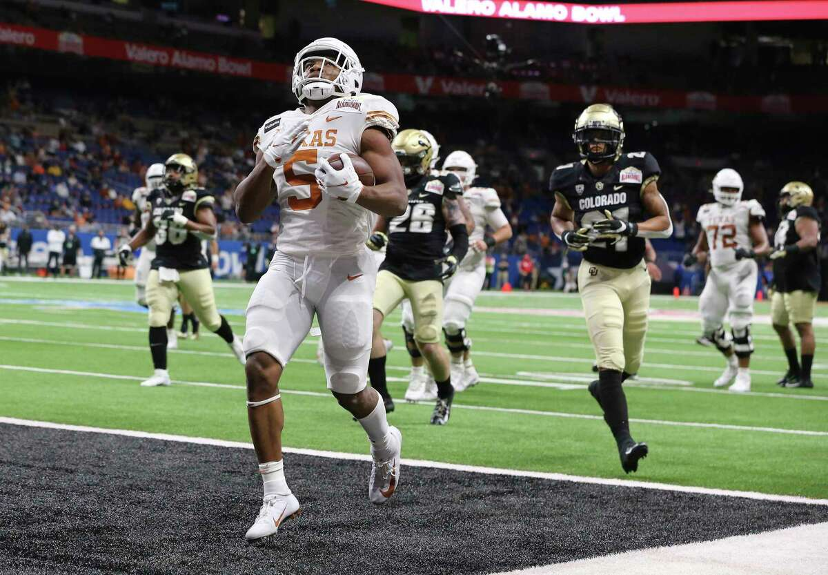 Texas' Bijan Robinson (05) cruises in for his second touchdown in the first quarter against Colorado during the 2020 Valero Alamo Bowl at the Alamodome on Tuesday, Dec. 29, 2020.