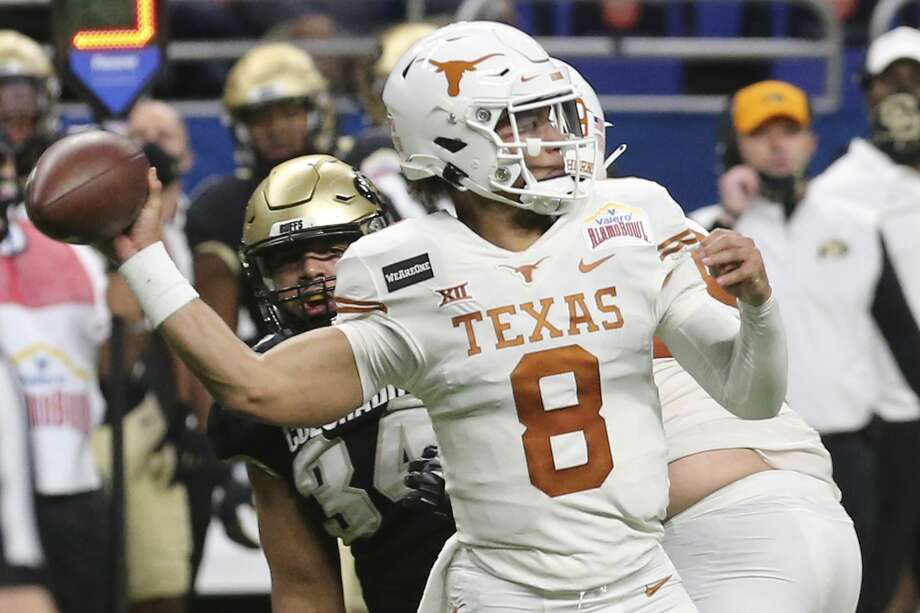 Texas quarterback Casey Thompson saw four of his eight completions go for touchdowns in Tuesday's Alamo Bowl victory over Colorado. Photo: Kin Man Hui/Staff Photographer / **MANDATORY CREDIT FOR PHOTOGRAPHER AND SAN ANTONIO EXPRESS-NEWS/NO SALES/MAGS OUT/ TV OUT