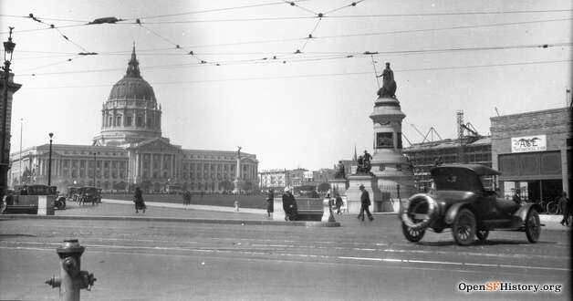 A view of Civic Center, replete with pedestrians and cars. The Pioneer Monument can be seen in the middle. Photo: OpenSFHistory / Wnp14.13151.jpg