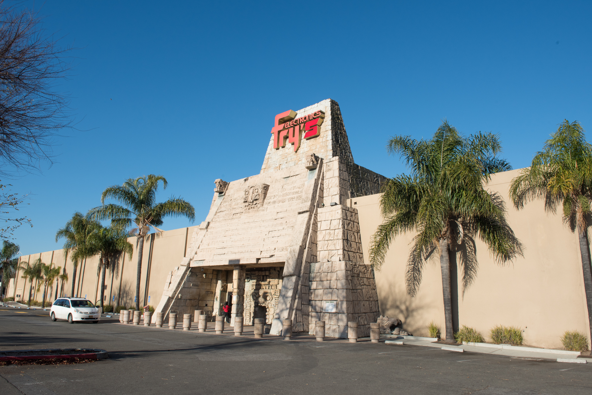 The kitschy history of the Bay Area's themed Fry's Electronics