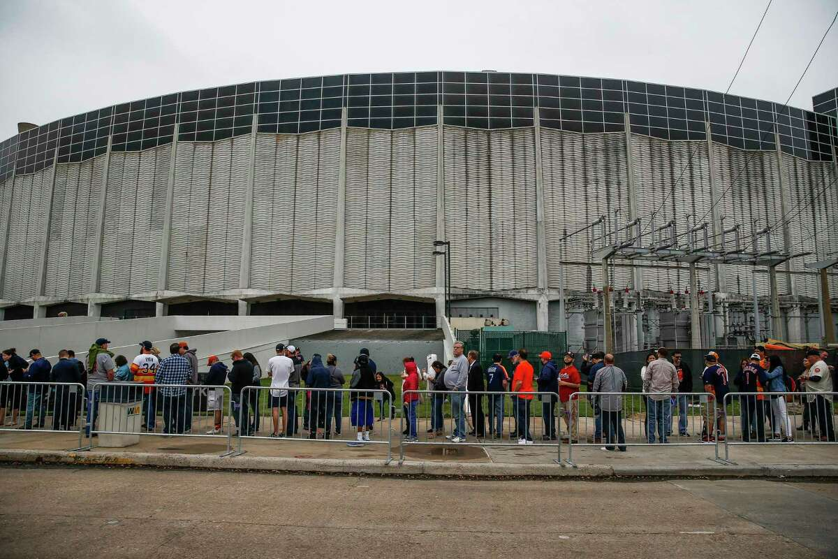 A line of thousands of people wraps around the Astrodome as they wait to go inside for Domecoming, an event celebrating the 53rd anniversary of the Astrodome, Monday, April 9, 2018 in Houston. (Michael Ciaglo / Houston Chronicle)