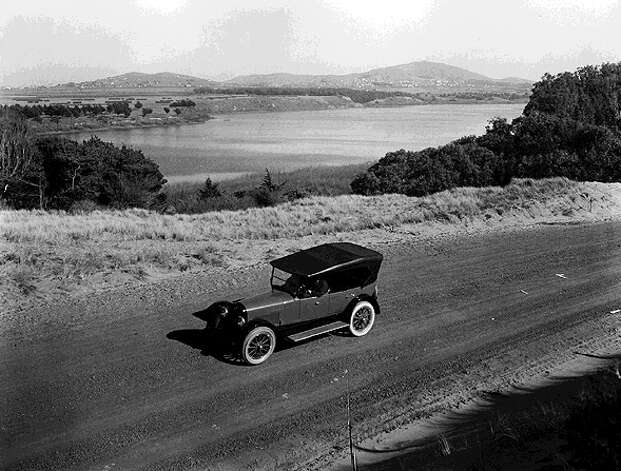 A motorcar passing Lake Merced in 1921. Though the vehicles have changed, the largely undeveloped banks of the lake in the southwest corner of San Francisco look much the same today. Photo: Unknown / Archive