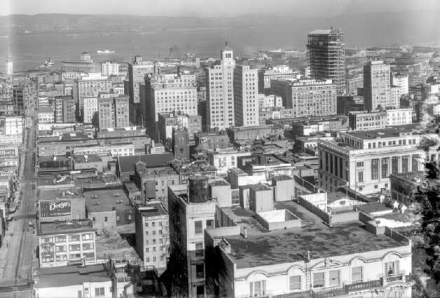 Another view of downtown San Francisco, looking east from Nob Hill in 1921, with the bay in the distance. Construction on the Bay Bridge would not begin for another 12 years. Photo: OpenSFHistory
