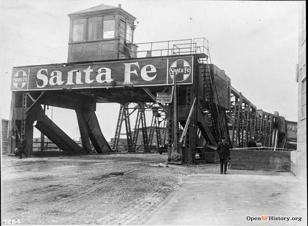 The Santa Fe Railroad Bridge at 3rd street over Mission Creek. The bridge would be replaced by Strauss Bascule Bridge in 1933. Photo: OpenSFHistory