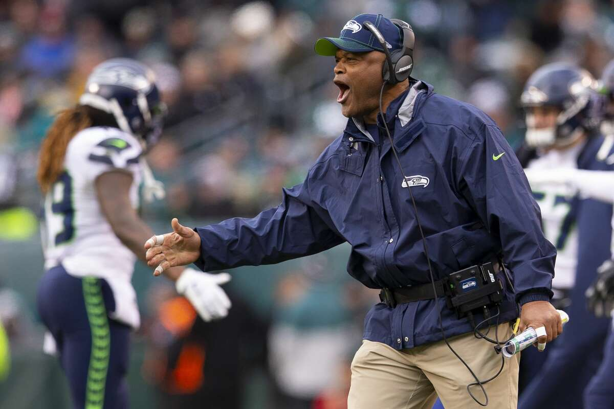 PHILADELPHIA, PA - NOVEMBER 24: Defensive coordinator Ken Norton Jr. of the Seattle Seahawks reacts against the Philadelphia Eagles at Lincoln Financial Field on November 24, 2019 in Philadelphia, Pennsylvania. (Photo by Mitchell Leff/Getty Images)
