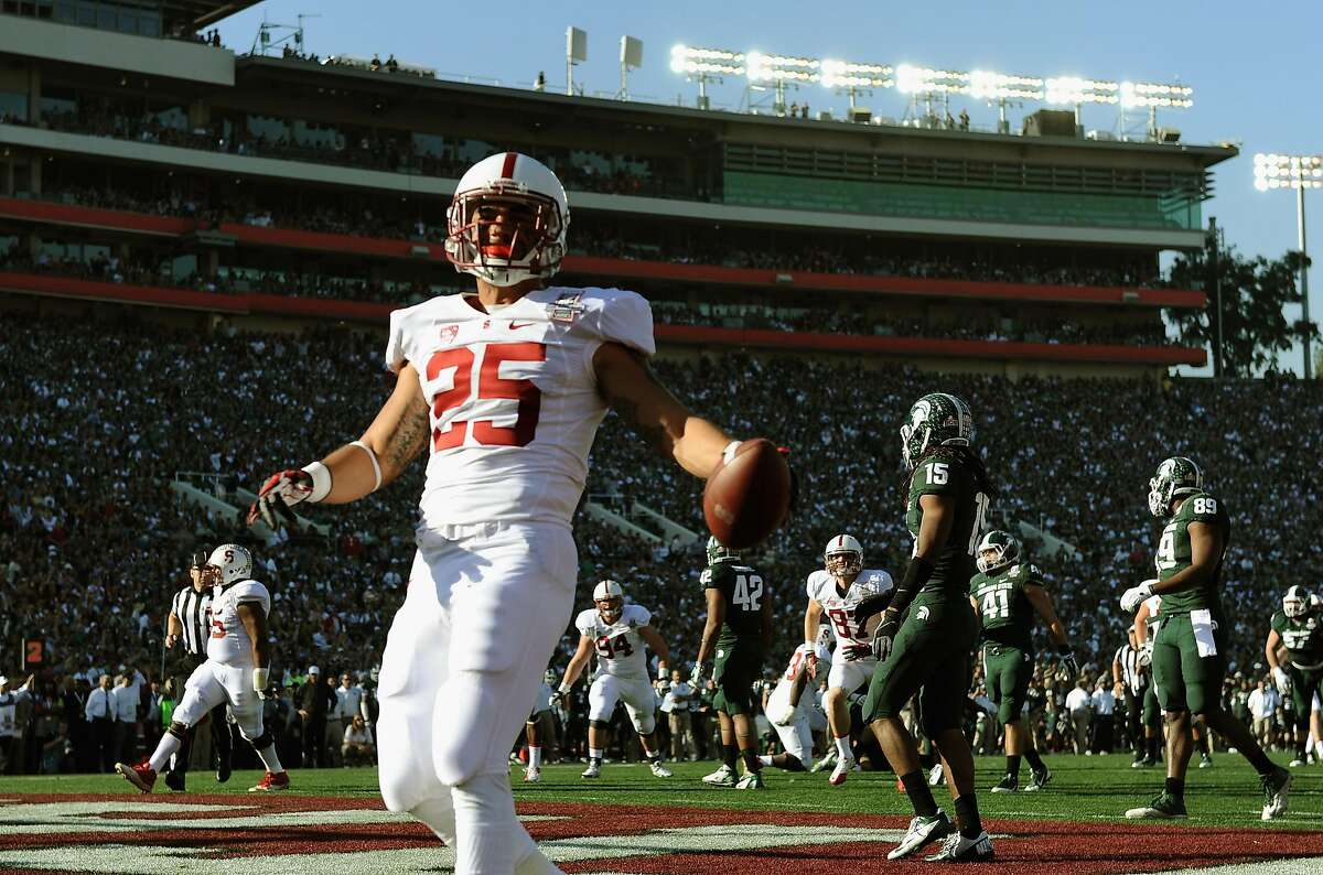 Stanford running back Tyler Gaffney scores on a 16-yard run against the Michigan State Spartans in the first quarter of the 100th Rose Bowl on Jan. 1, 2014.