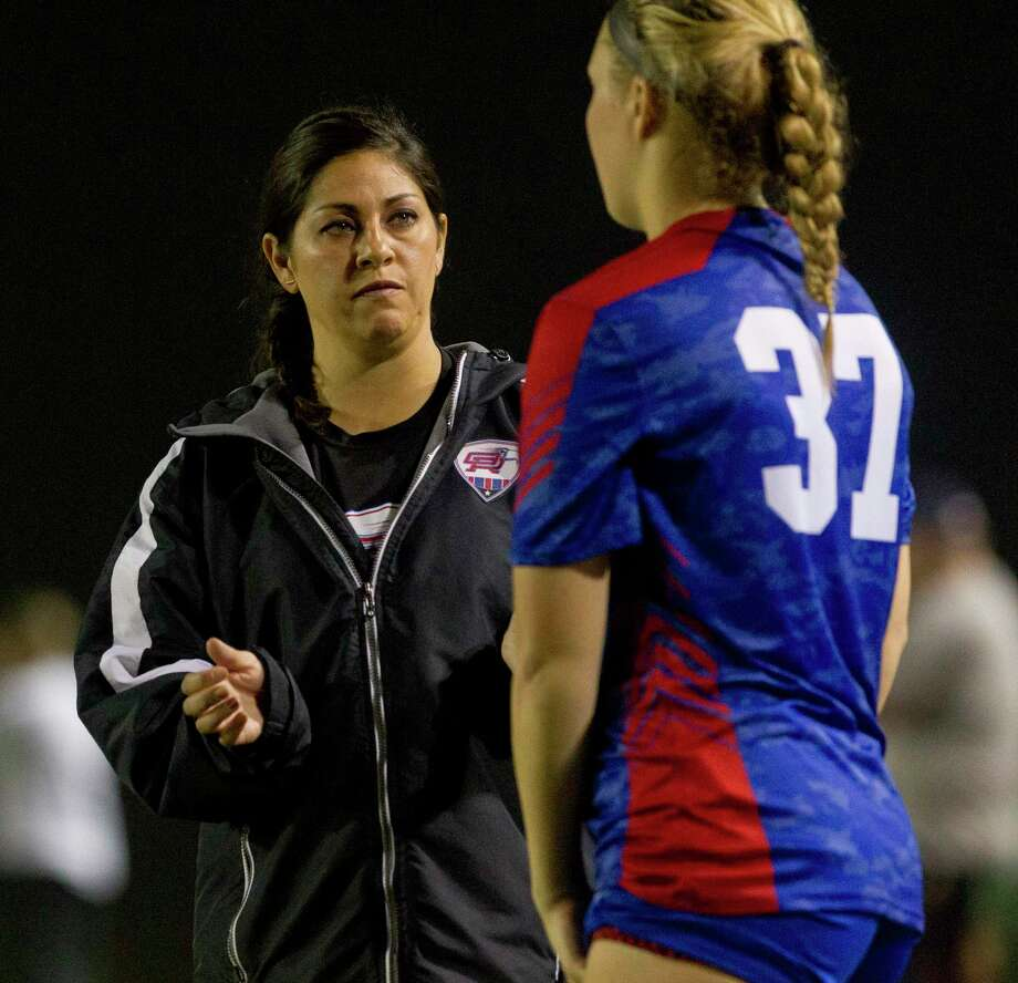Oak Ridge head coach Miriam Morales says her team has been eager to work whenever it has had the chance. Photo: Jason Fochtman, Houston Chronicle / Staff Photographer / © 2019 Houston Chronicle