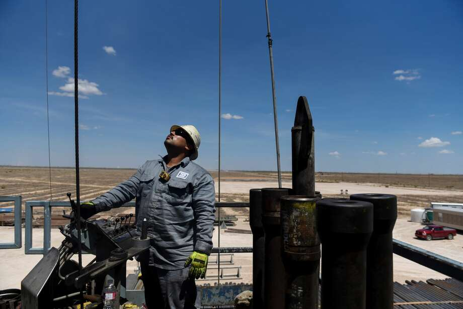 A contractor maneuvers drill pipe on a Colgate Energy rig in Reeves County in this August 2018 file photo. The Federal Reserve Bank of Dallas' quarterly energy survey finds early signs of the industry rebounding, with business activity positive for the first time since early 2019. Photo: Callaghan O'Hare/Bloomberg / © 2018 Bloomberg Finance LP