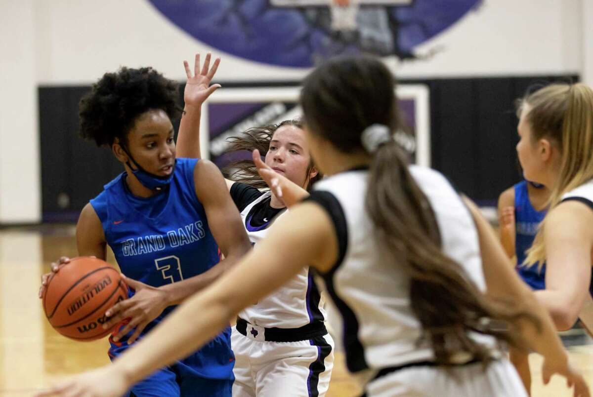 Grand Oaks center Ngozi Agoh (3) is pressured by Willis guard Lucy Smith (5) and guard Isabel Gonzalez (11) as she attempts to pass the ball during the fourth quarter of a District 13-6A girls basketball game at Willis High School, Saturday, Jan. 2, 2020, in Willis.