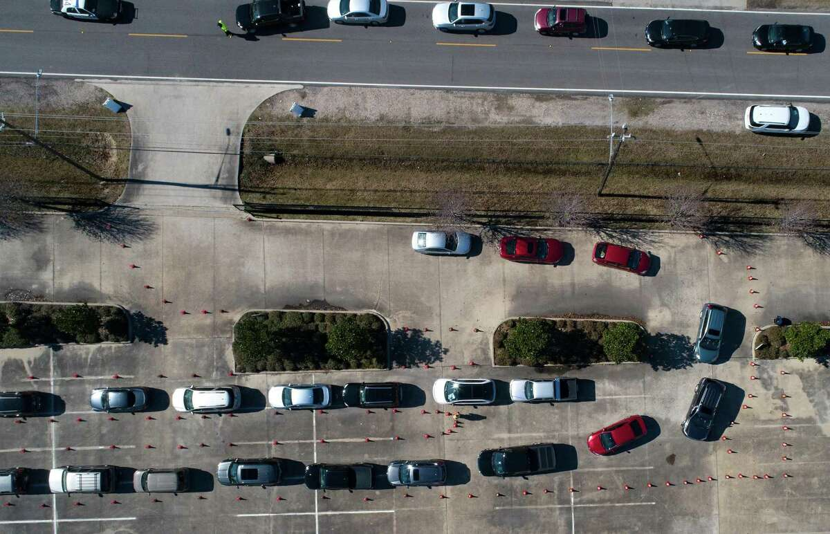 Cars line up to make appointments for the Houston Health Dept., free COVID vaccine distribution at Bayou City Events Center in Houston on Saturday, Jan. 2, 2021.